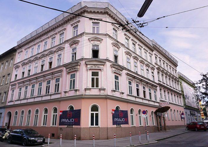 Gründerzeithaus Bachgasse 5 mit abgedecktem Dach, vor Abriss, 1160 Wien