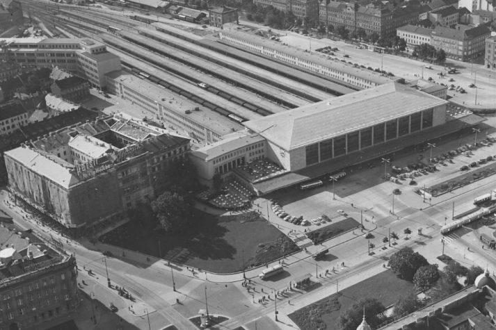 altes Luftbild vom Wiener Westbahnhof, 1950er