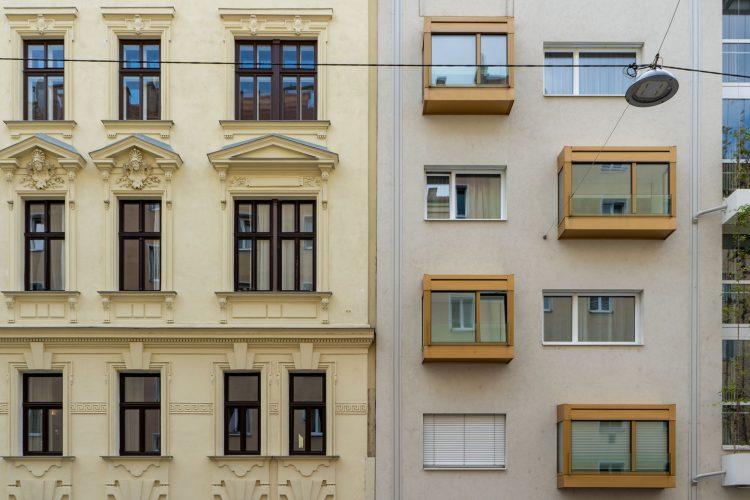 Altbau und Neubau, Fenster