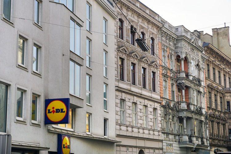 Neubau und Altbauten in der Hernalser Hauptstraße, Schutzzone