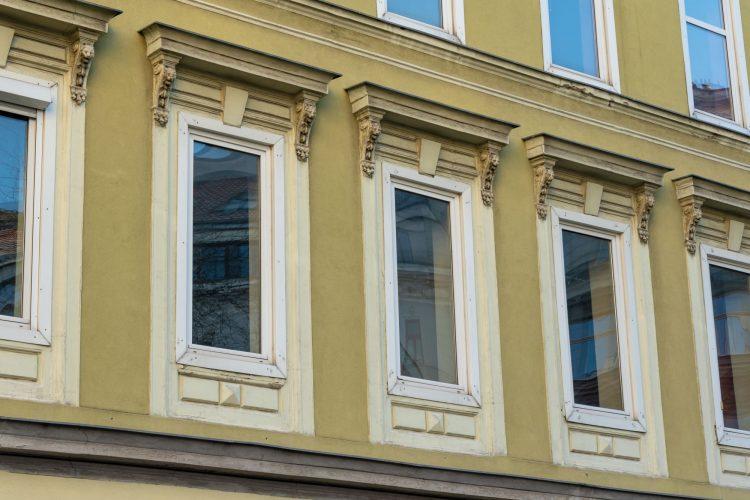 Fenster des Hauses Hofmühlgasse 6 in Wien-Mariahilf, abgerissen 2019