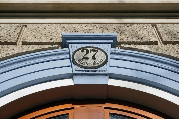 Hausnummer am Gebäude Klostergasse 27 in Wien-Währing