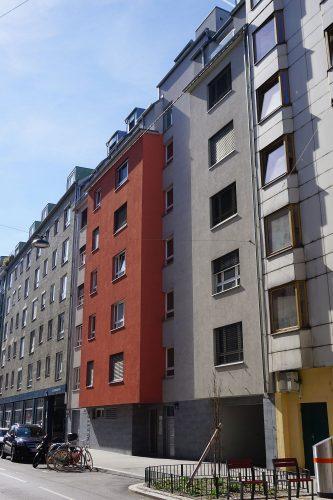 Mollardgasse 18: Erbaut 2009, ersetzt Vorgründerzeithaus (Baujahr 1834)