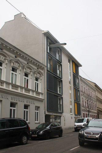 neues Wohnhaus zwischen Altbauten in der Nödlgasse, Wien-Ottakring