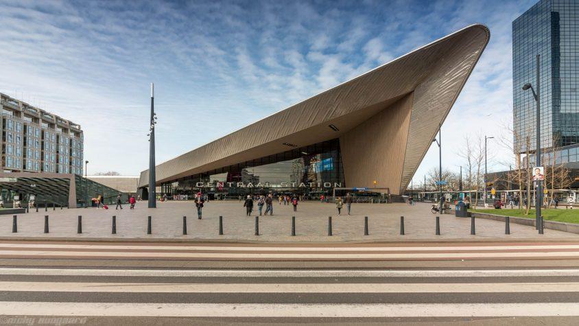 Platz vor der Rotterdamer Hauptbahnhof