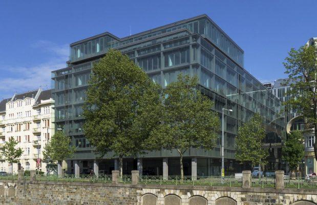 Bürohaus in der Vorderen Zollamtsstraße 13 in Wien-Landstraße (3. Bezirk), neue Glasfassade nach Umbau 2012