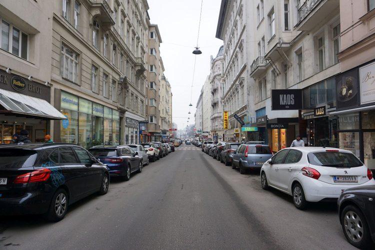 parkende Autos in der Wollzeile, Wien, Innere Stadt