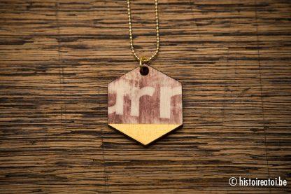 halsketting print op hout