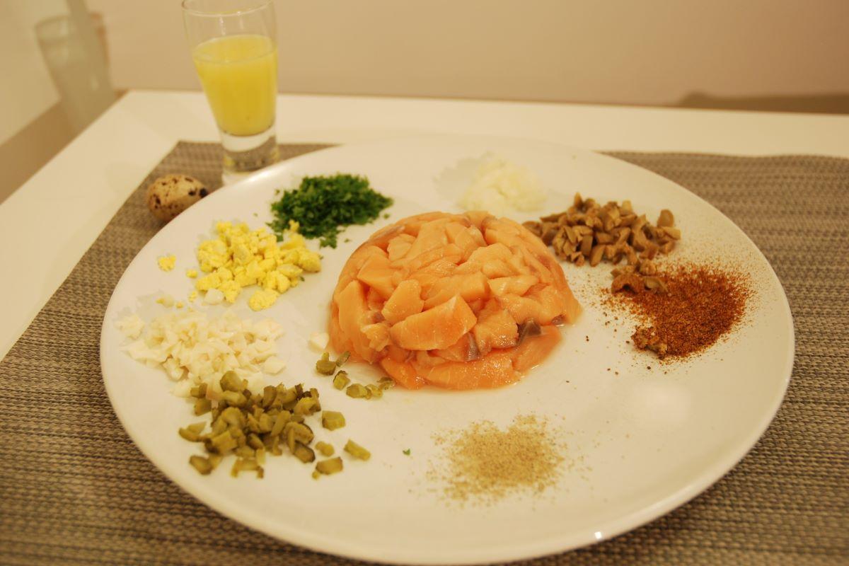 Cooking without heat treatment - raw salmon tartar©️ Nel Brouwer-van den Bergh