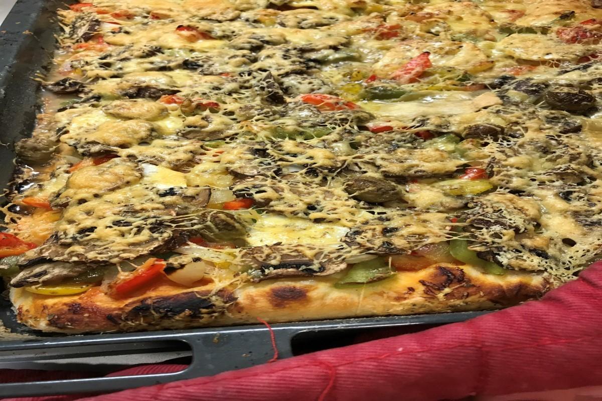 great pizza photo ©️Nel Brouwer-van den Bergh