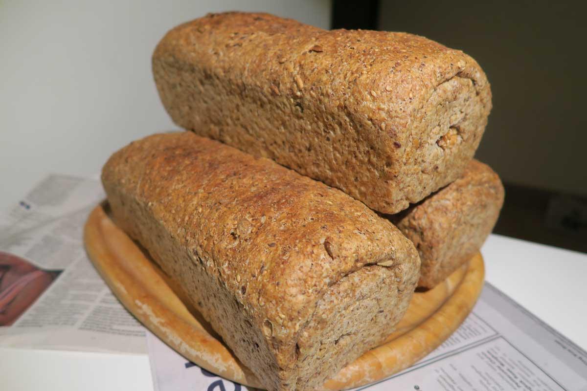 multi-grain-and-seed loafs-stack photo: ©️Nel Brouwer-van den Bergh