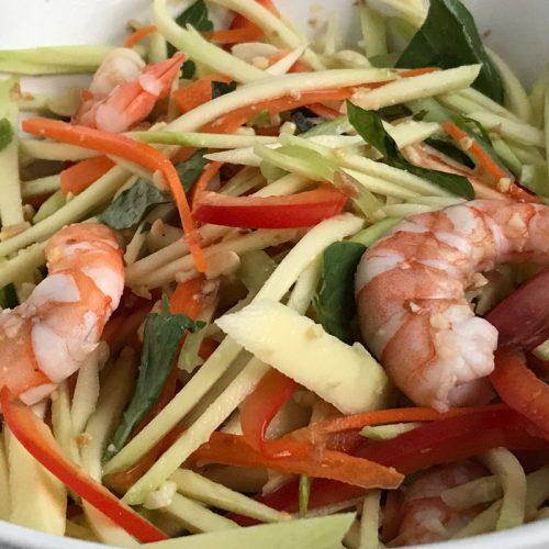 Groene mango salade uit Vietnam ©️ Nel Brouwer-van den Bergh