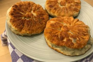 pan-fried buns with snow vegetables : ©️ Nel Brouwer-van den Bergh