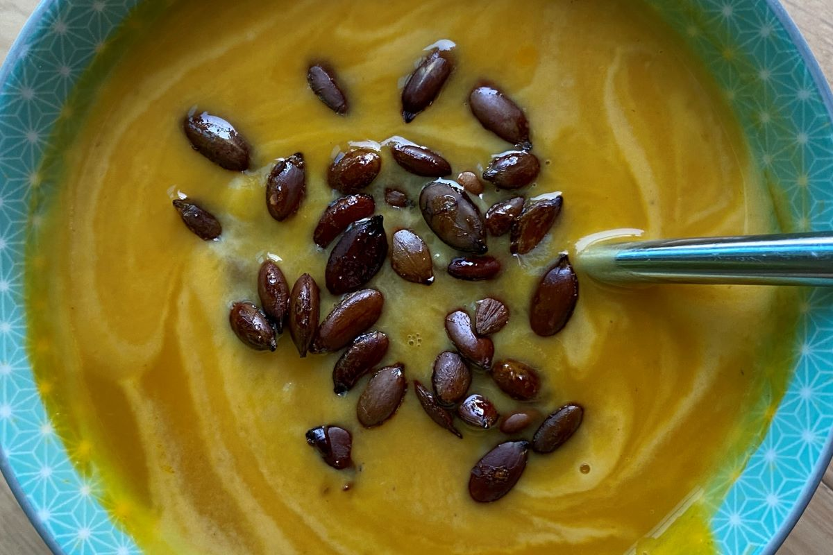 pumpkin soup with pumpkin seeds ©️ Nel Brouwer-van den Bergh