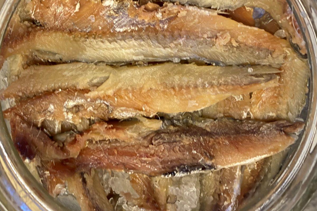 salt cured anchovies in glass jar ©️ Nel Brouwer-van den Bergh