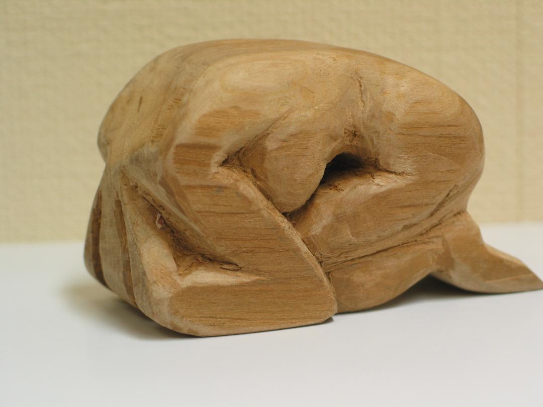 houtsnijwerk zittend