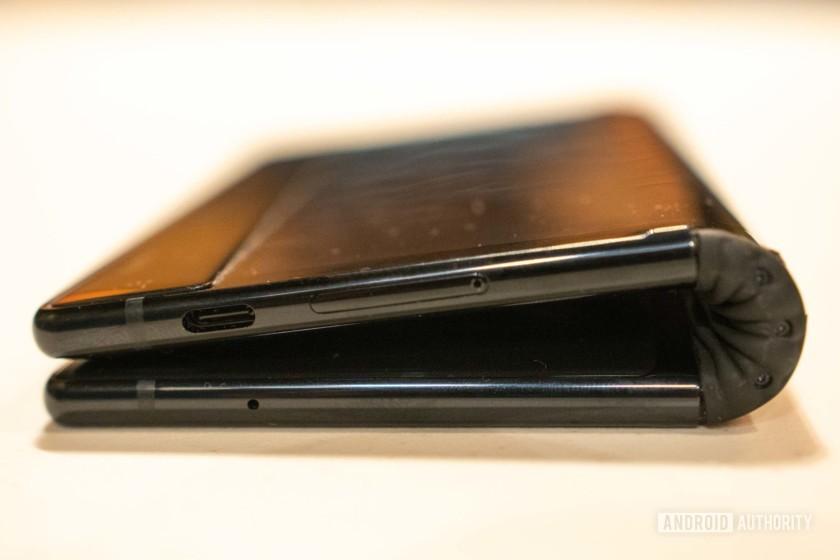 royole flexpai foldable smartphone display hinge