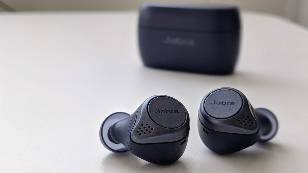 Jabra Elite Active 75t with the case in the background