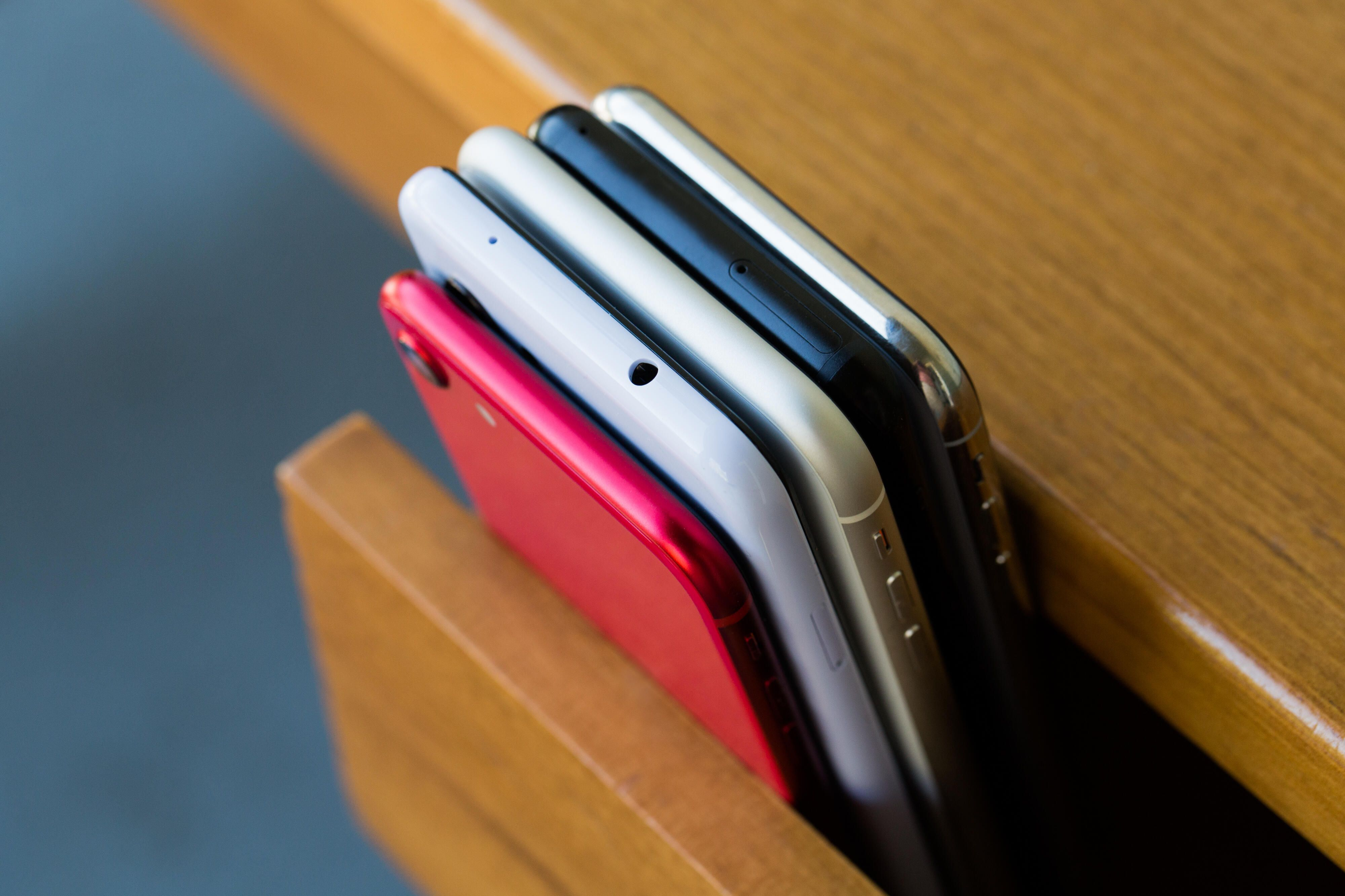 phone-stack-apple-iphone-android-google-pixel-2