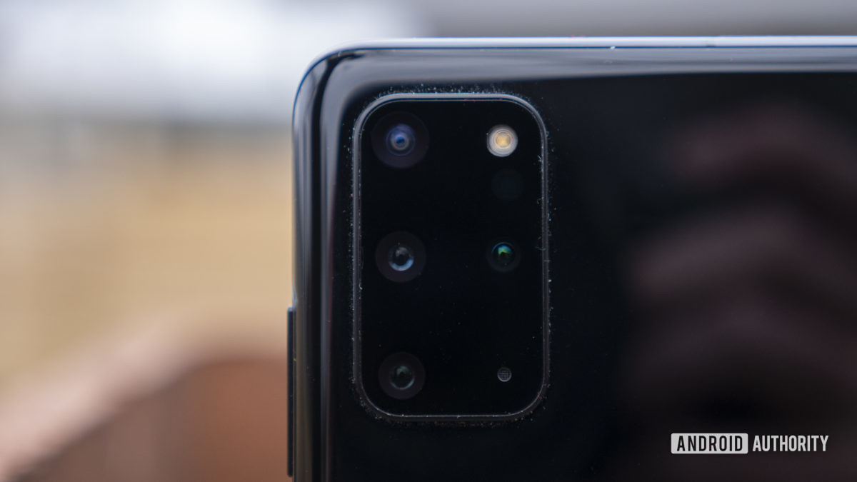 samsung galaxy s20 plus review rear cameras close up 1