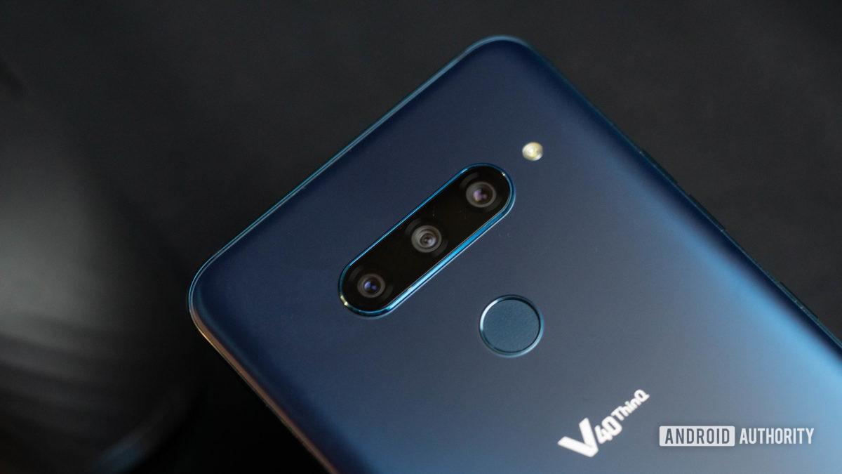 LG V40 ThinQ triple camera bump