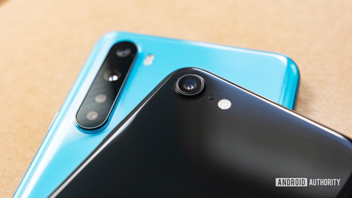 OnePlus Nord and iPhone SE camera modules