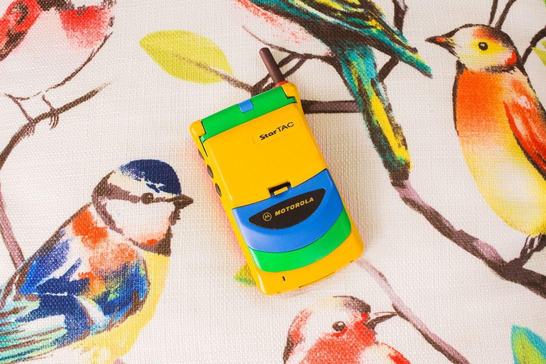 001-motorola-startac-first-flip-phone