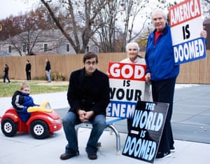 With (from left) Noah, Margie and Fred Phelps in 2007.