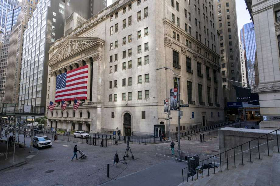 A giant American Flag hangs on the New York Stock Exchange, Monday, Sept. 21, 2020.  U.S. stock indexes are mixed in early trading Wednesday, as Wall Street's tumultuous month continues to churn. Photo: Mary Altaffer, AP / Copyright 2020 The Associated Press. All rights reserved.