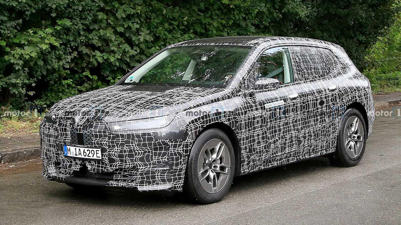 BMW iNext new spy photo (front three-quarter)