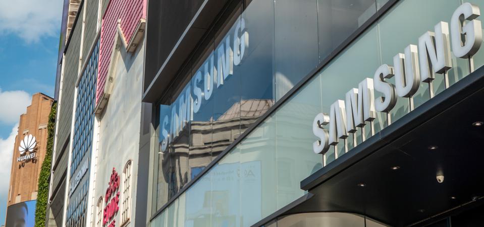 Apple Samsung Huawei Flagship Store In Shanghai