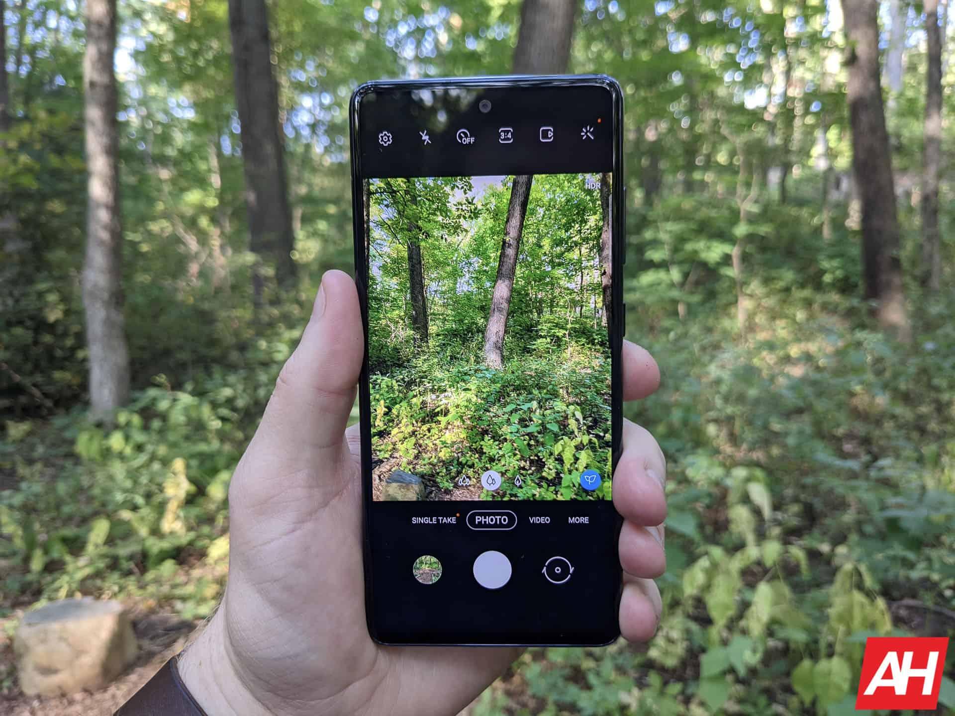 Samsung Galaxy S20 FE Review AM AH 15