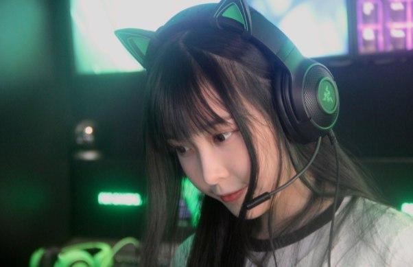 woman gamer video games deer chan