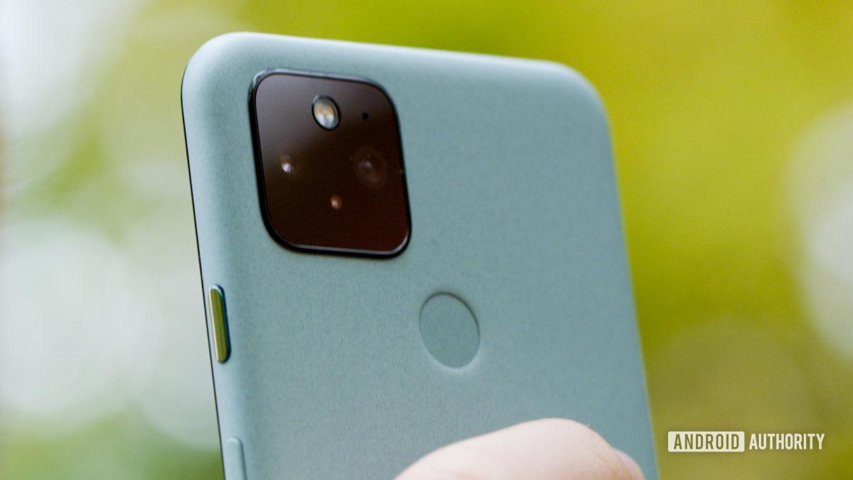 Google Pixel 5 back camras macro 1