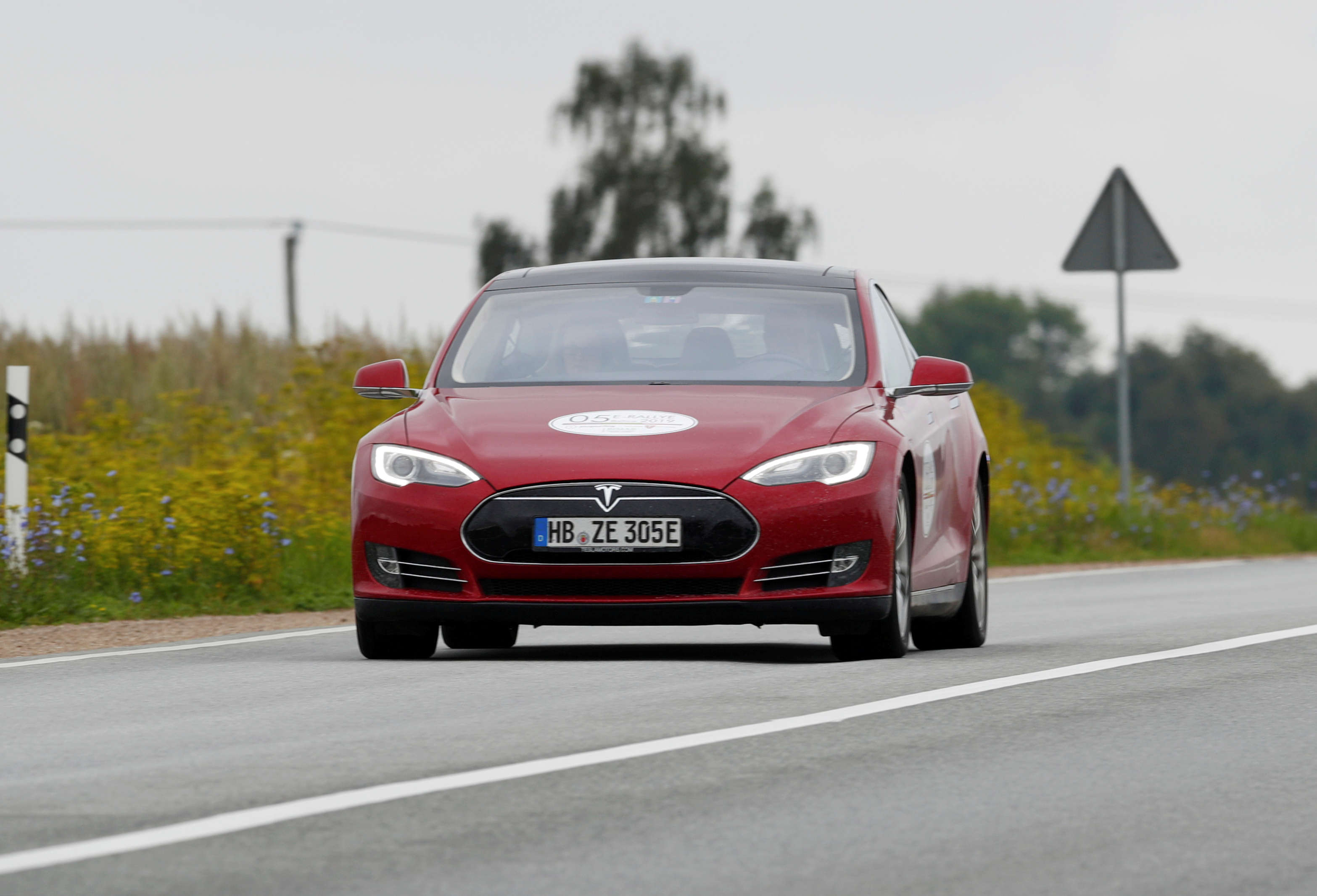 Autonomous cars still a distant future: Tesla's 'full self-driving' vehicles can't drive themselves