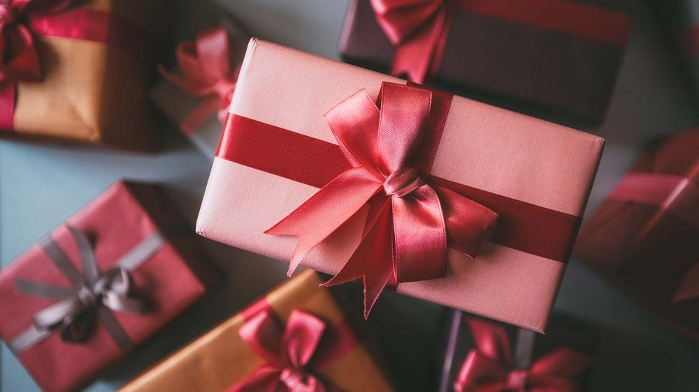 A pile of gifts wrapped with ribbon.