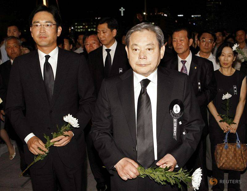 FILE PHOTO: Lee, former Samsung Group chairman, and his son Lee Jae-yong wait to make a call of con