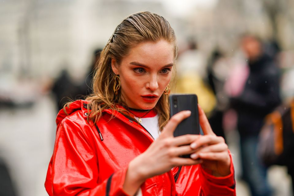 Small screen, big danger: Be sure to scrutinize URLs that arrive via text. (Photo: Getty Images)