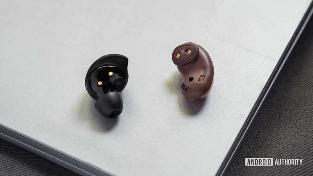 A picture of the Samsung Galaxy Buds Plus vs Samsung Galaxy Buds Live comparison of the true wireless earbuds' wing tips.