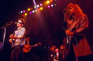 Shane MacGowan and Kirsty MacColl performing in 1988.