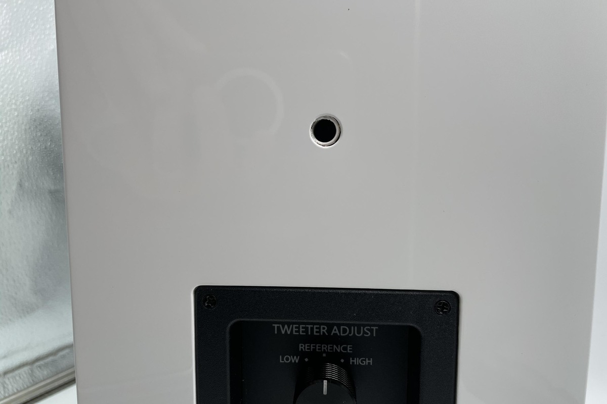 The CG5's back panel has a threaded opening for optional wall mounting.