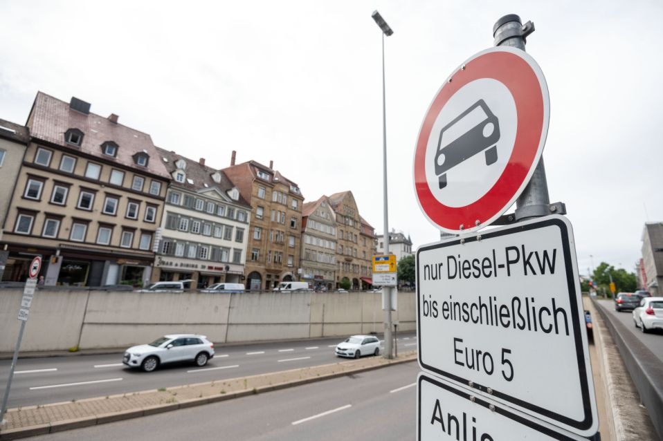 29 June 2020, Baden-Wuerttemberg, Stuttgart: A sign indicates a route-related driving ban for diesel of the Euro 5 emission standard or worse in the city centre. The extension of the driving bans for Euro 5 diesel in Stuttgart to a zonal driving ban in the Stuttgart basin and in the districts of Bad Cannstatt, Feuerbach and Zuffenhausen will take effect on July 1, subject to further court decisions. Photo: Marijan Murat/dpa (Photo by Marijan Murat/picture alliance via Getty Images)