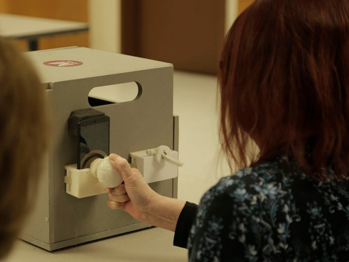 An mRehab study participant turns the 3D-printed doorknob.
