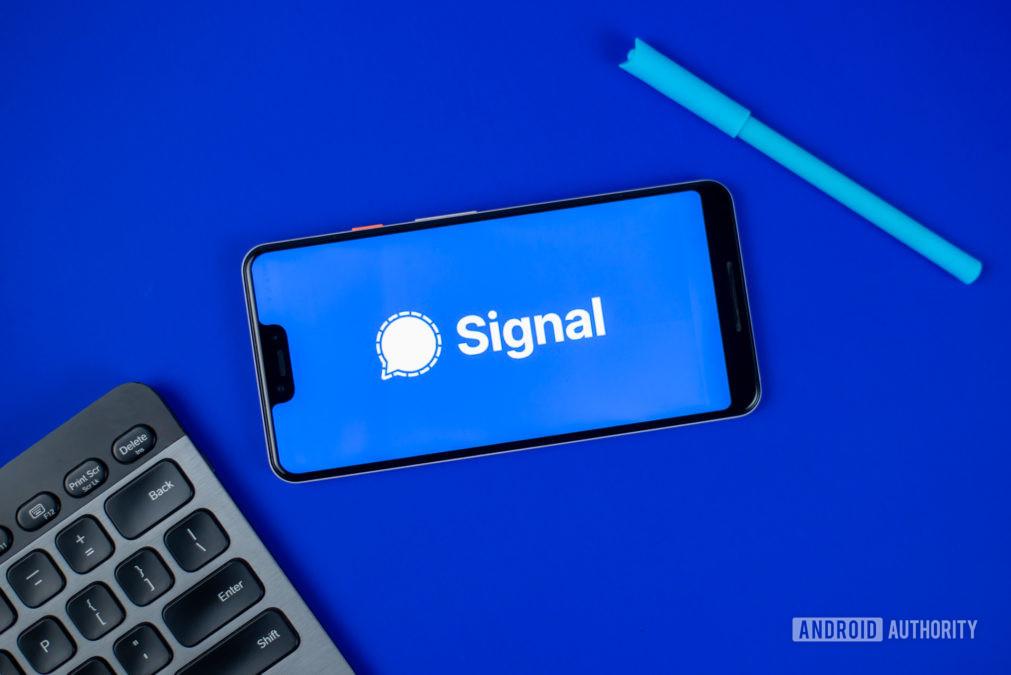 Signal Private Messenger stock photo 2