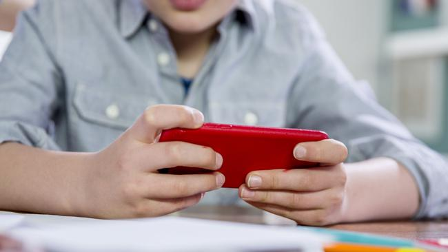South Australia's primary schools will become no-phone zones in a major push to keep technology out of the classroom.
