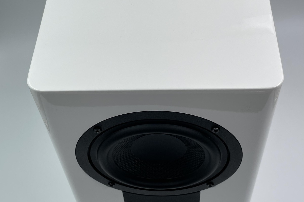 Top view of the CG5's rounded front baffle.