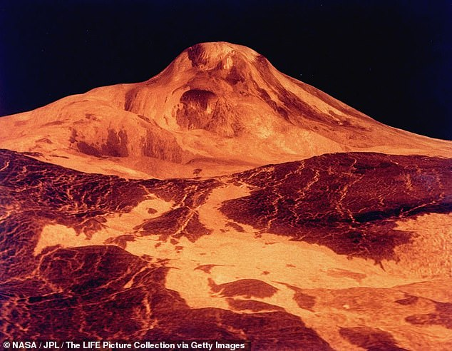 The surface of Venus, as interpreted by the Magellanspacecraft. Astronomers say a misconfiguration of the antenna at Chile'sAtacama Large Millimeter/submillimeter Array (ALMA) led to Greaves team mistaking sulfur dioxide forphosphine