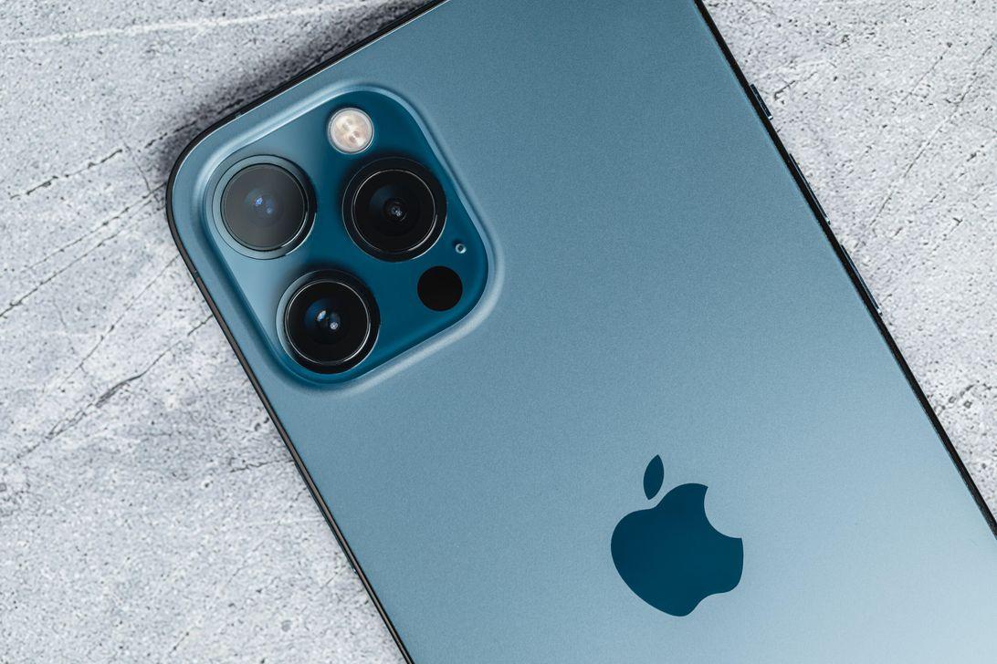 iphone-12-pro-max-product-promo-hoyle-2021-5