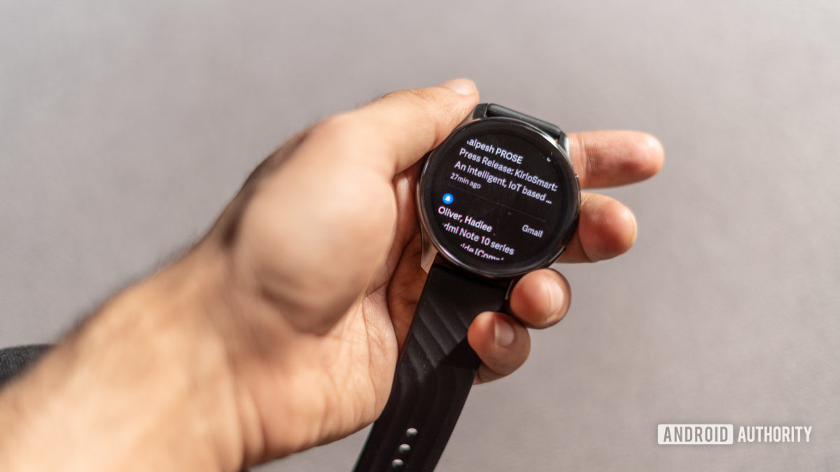 OnePlus Watch showing notifications
