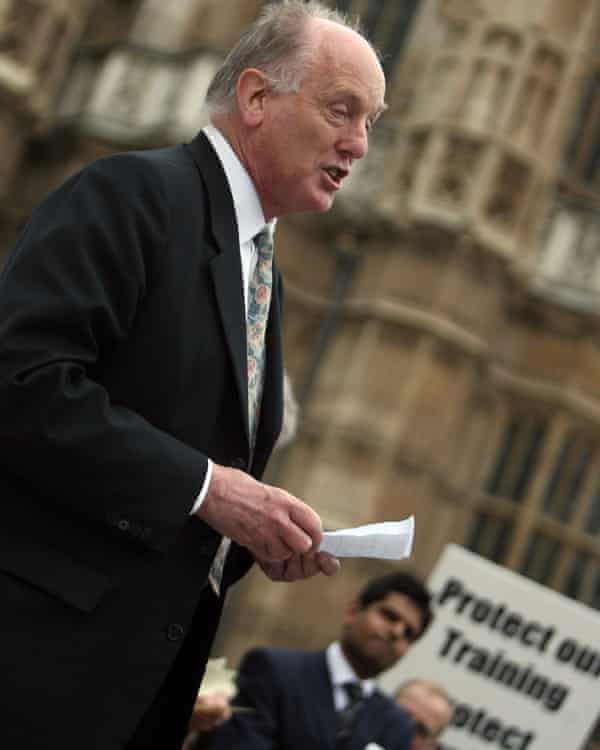 Ian Gibson addressing a junior doctors rally calling for the the improvement of conditions for the training of doctors in UK hospitals, Westminster, 2007.
